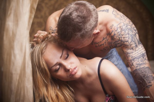 stimulating her U-spot (5)